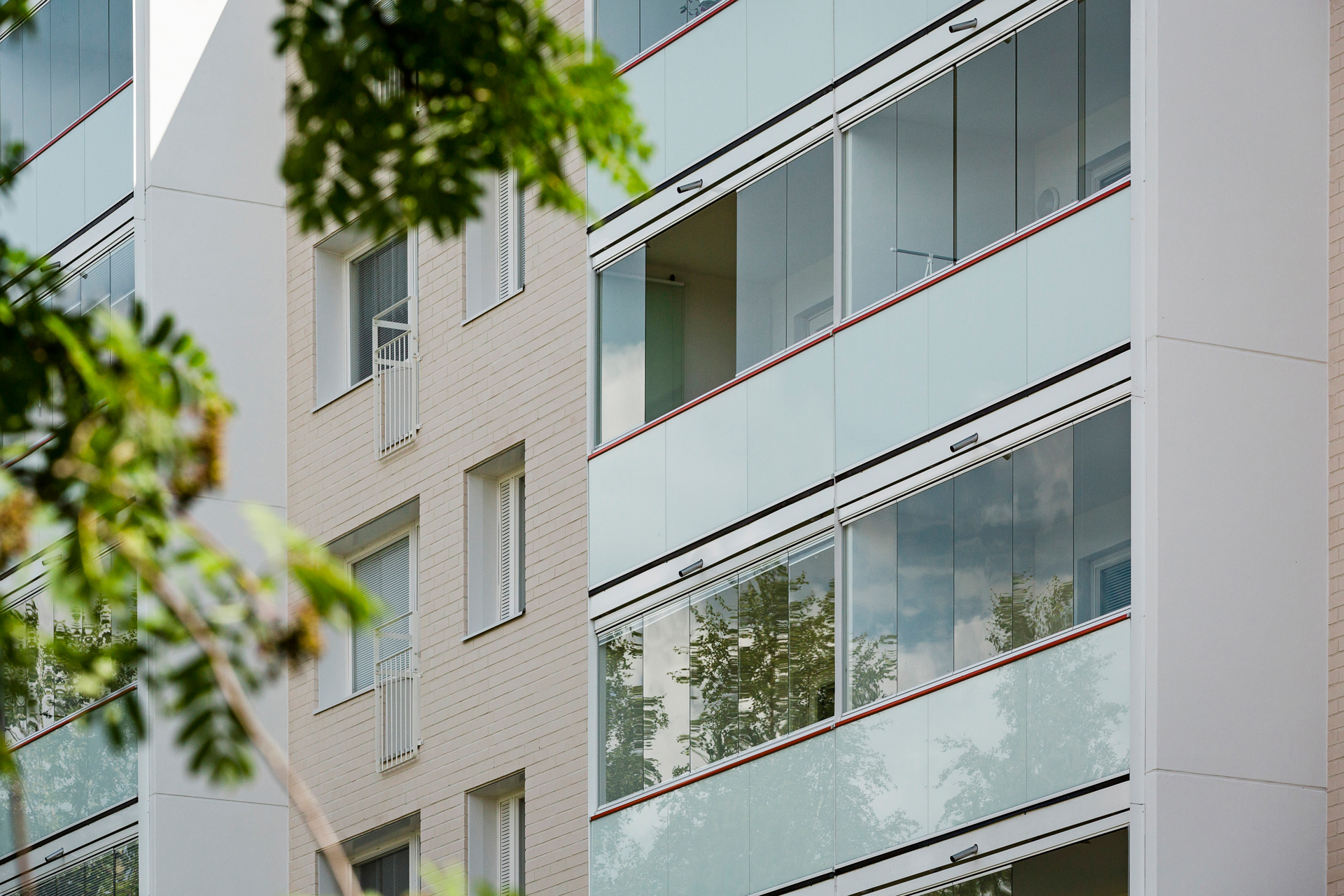 lumon canada, balcony glass system, saving energy costs, reducing maintenance costs, preserving building exterior