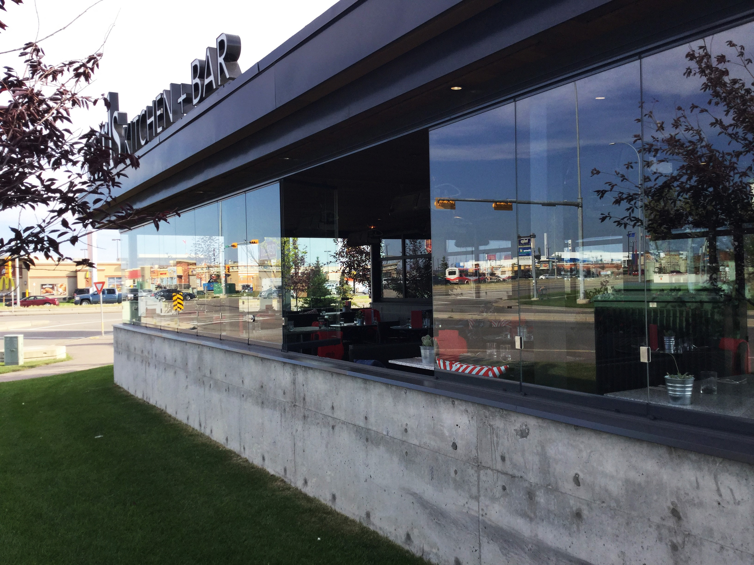 restaurant, restaurant patio enclosure, enclose business restaurant, extend patio season