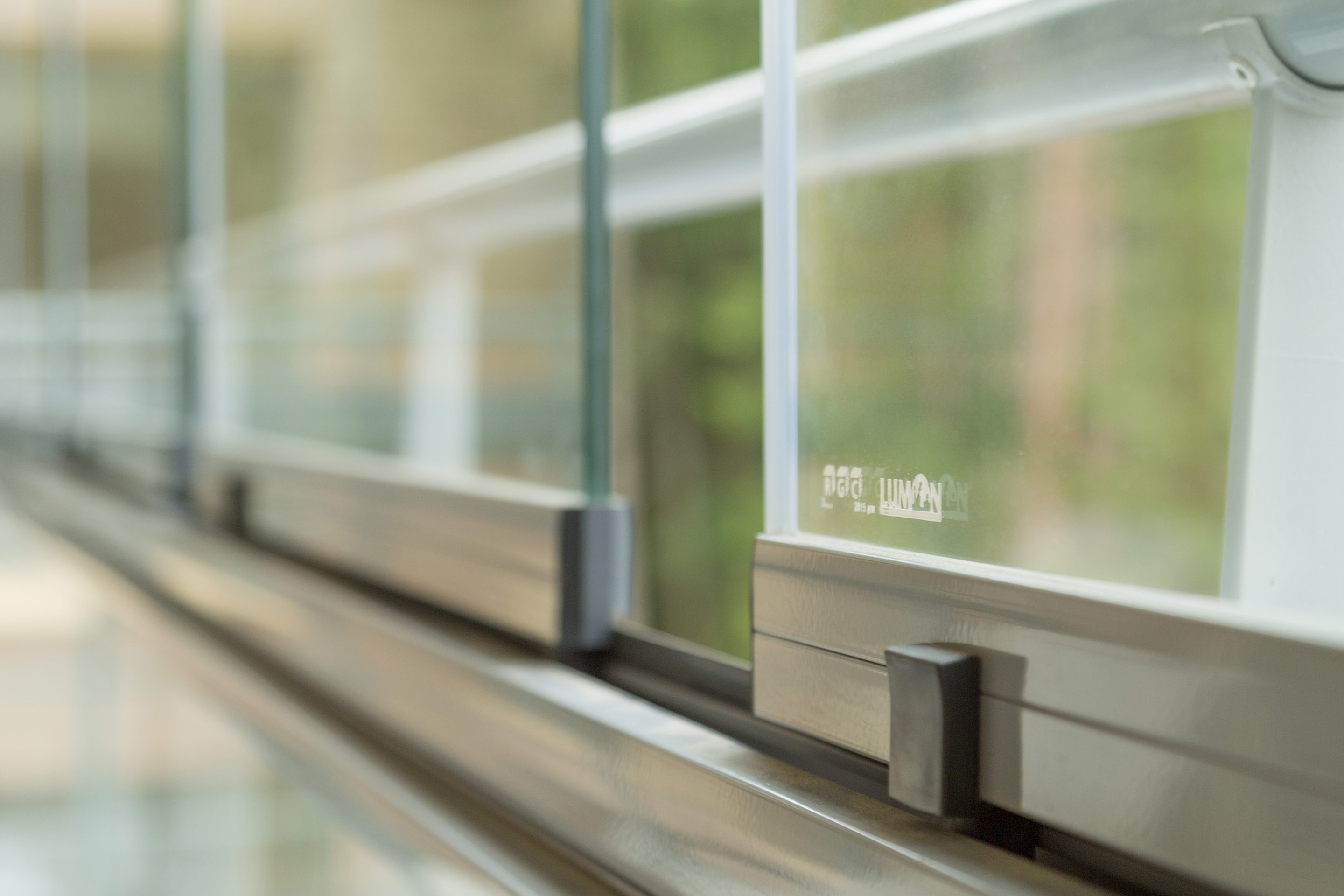 How to Use Retractable Glass Walls in Canada | Lumon