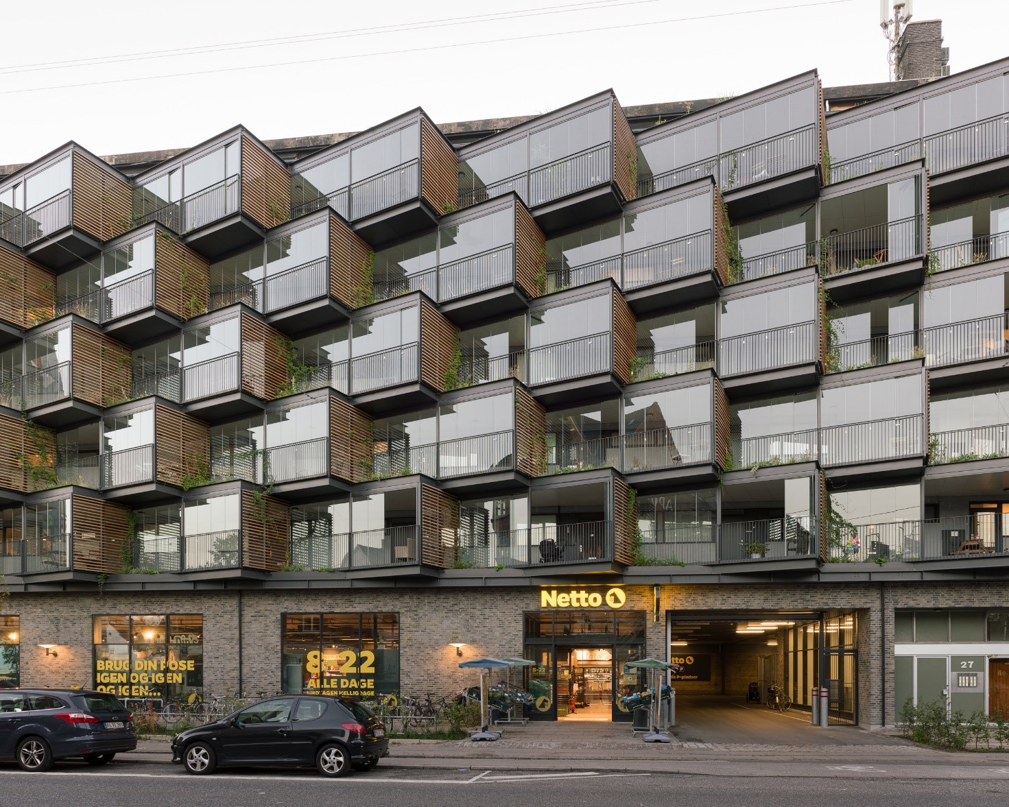 Ørsted's Gardens won the Renovation Award 2021 in Denmark and Lumon products play a key role in the façade design of the building.