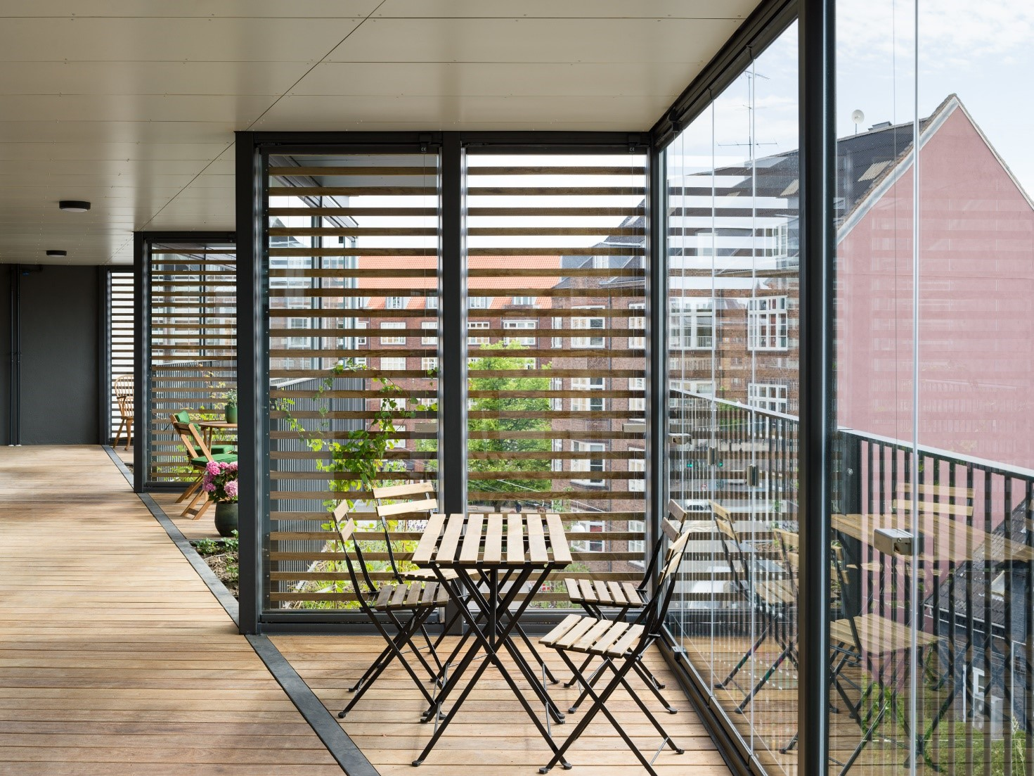 The balcony glazing gives the residents a protected passage to the apartments which is still semiprivate.
