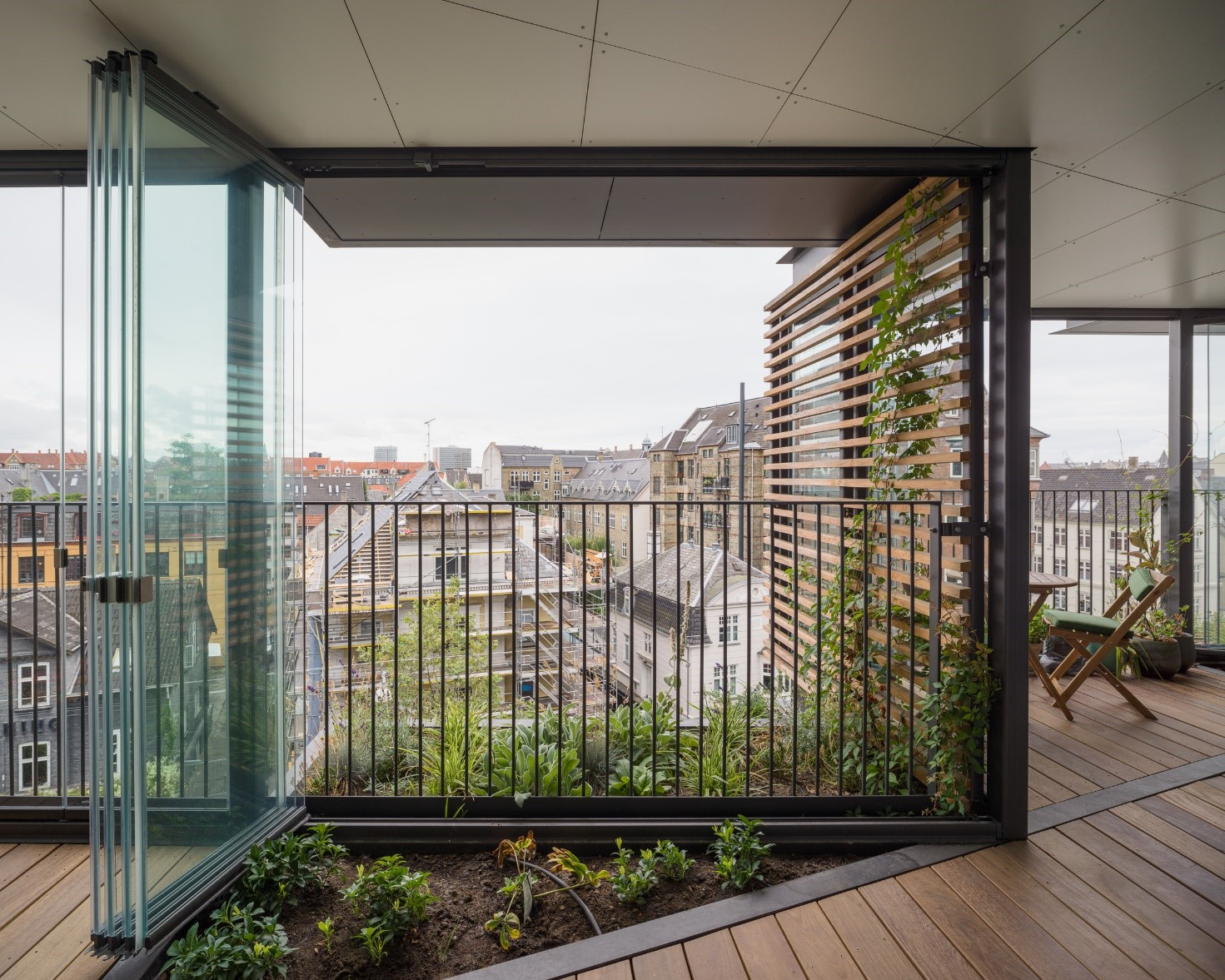 According to the bulletin of renoverin.dk sustainability has been one of the corner stones in the renovation project of Ørsted's Gardens. Lumon products fit to the mentality more than well as the impact of Lumon Glazing on the environment is net positive. Therefore, we can say that Lumon Glazing is an environmentally friendly solution.