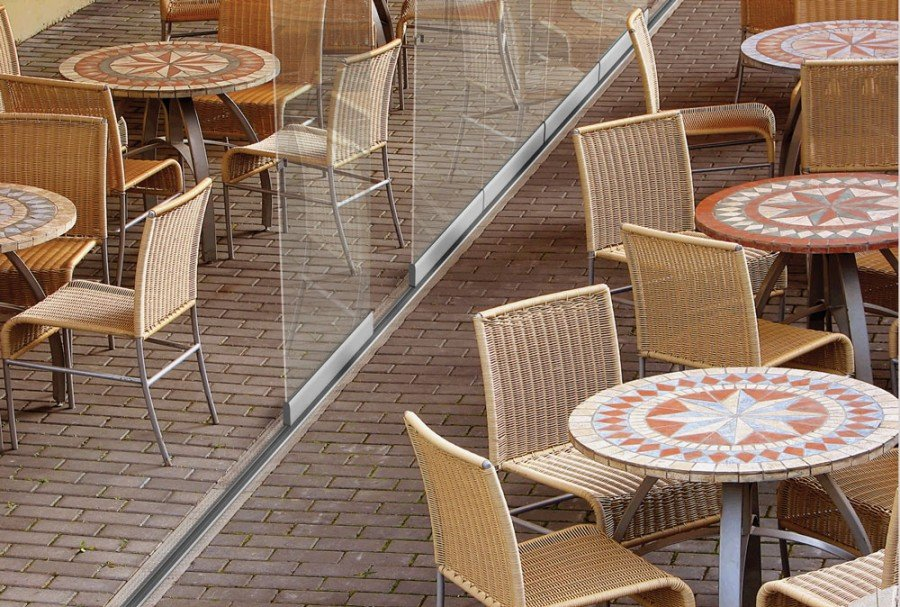 Lumon patio glass, glass wall, restaurant patio, enclosed patio, patio enclosure, restaurant patio space, seasonal patio