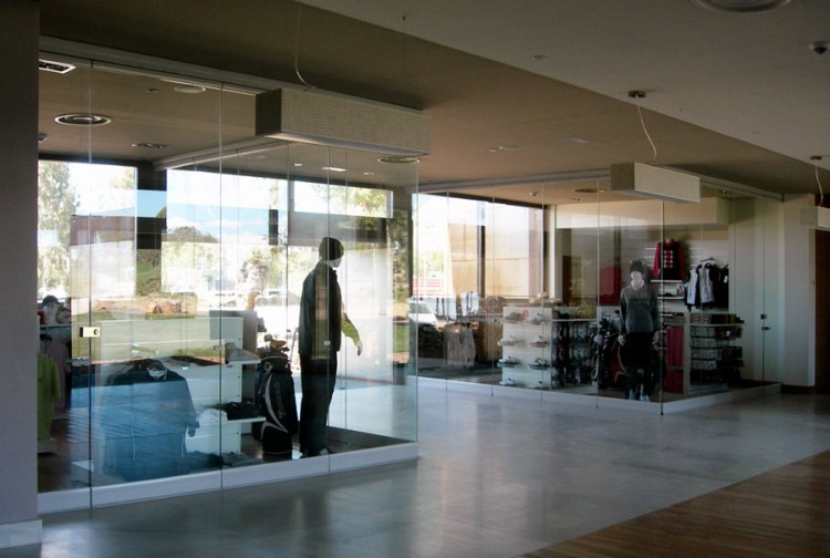 retractable glass walls for retail stores, retractable glass walls for golf pro shops