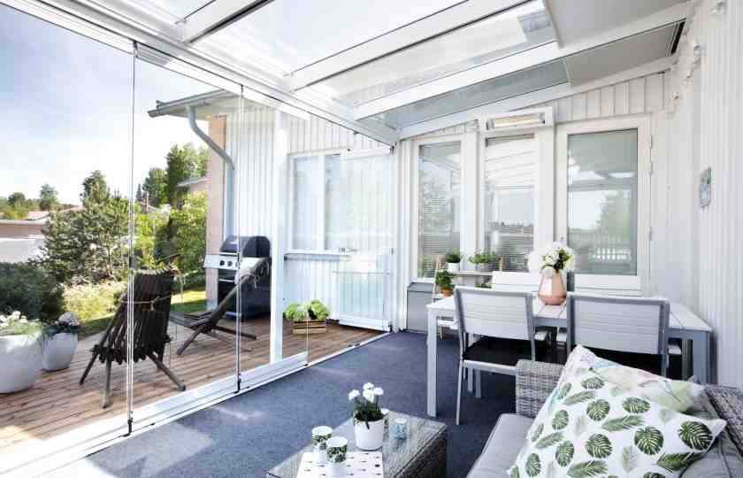 sunroom advantages, benefits of a sunroom, sunroom enclosures in canada, frameless glass walls