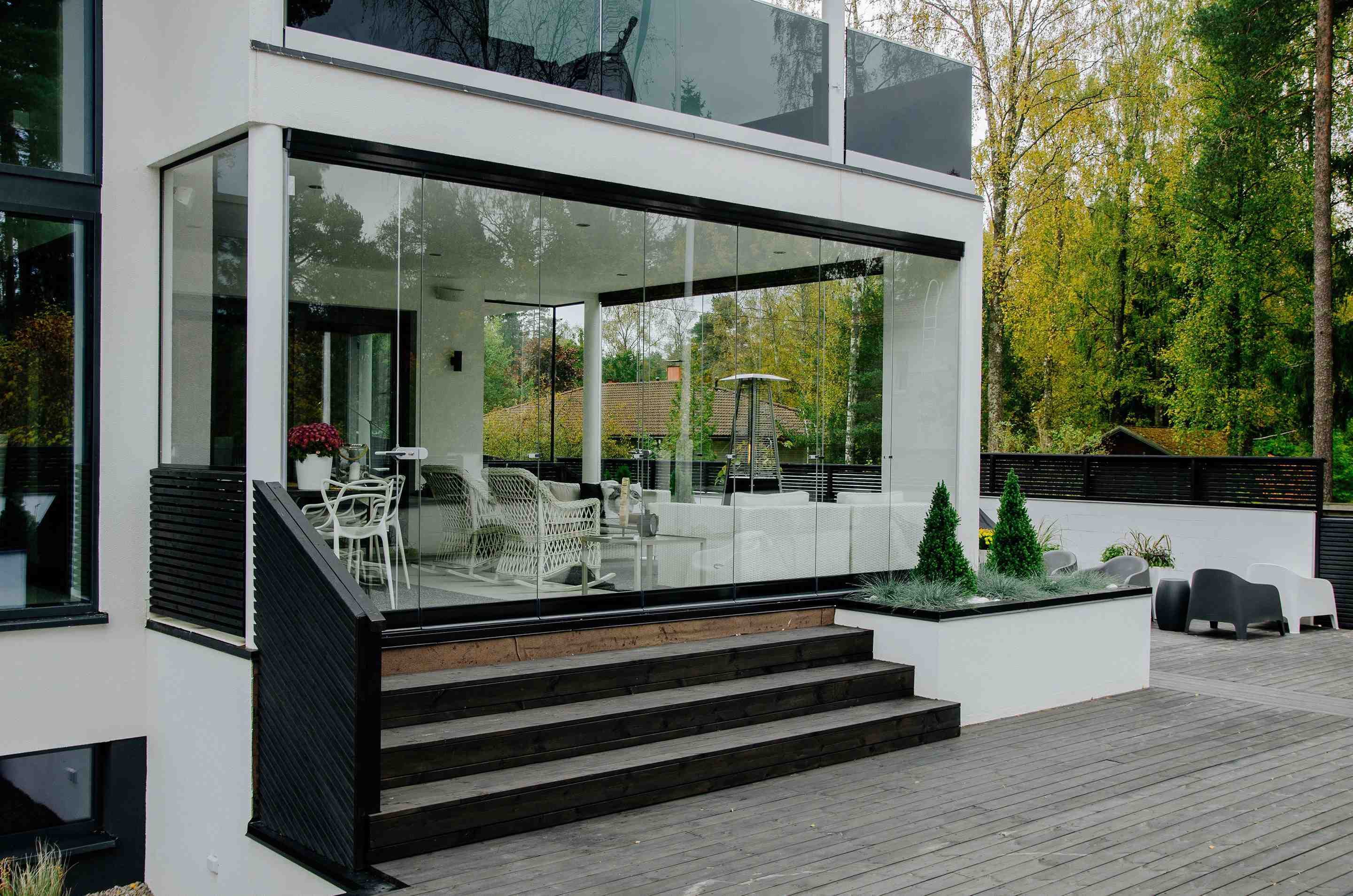 lumon canada, sunroom toronto, sunroom hamilton, sunroom vancouver, sunroom in canada, glass, retractable glass, outdoor enclosure