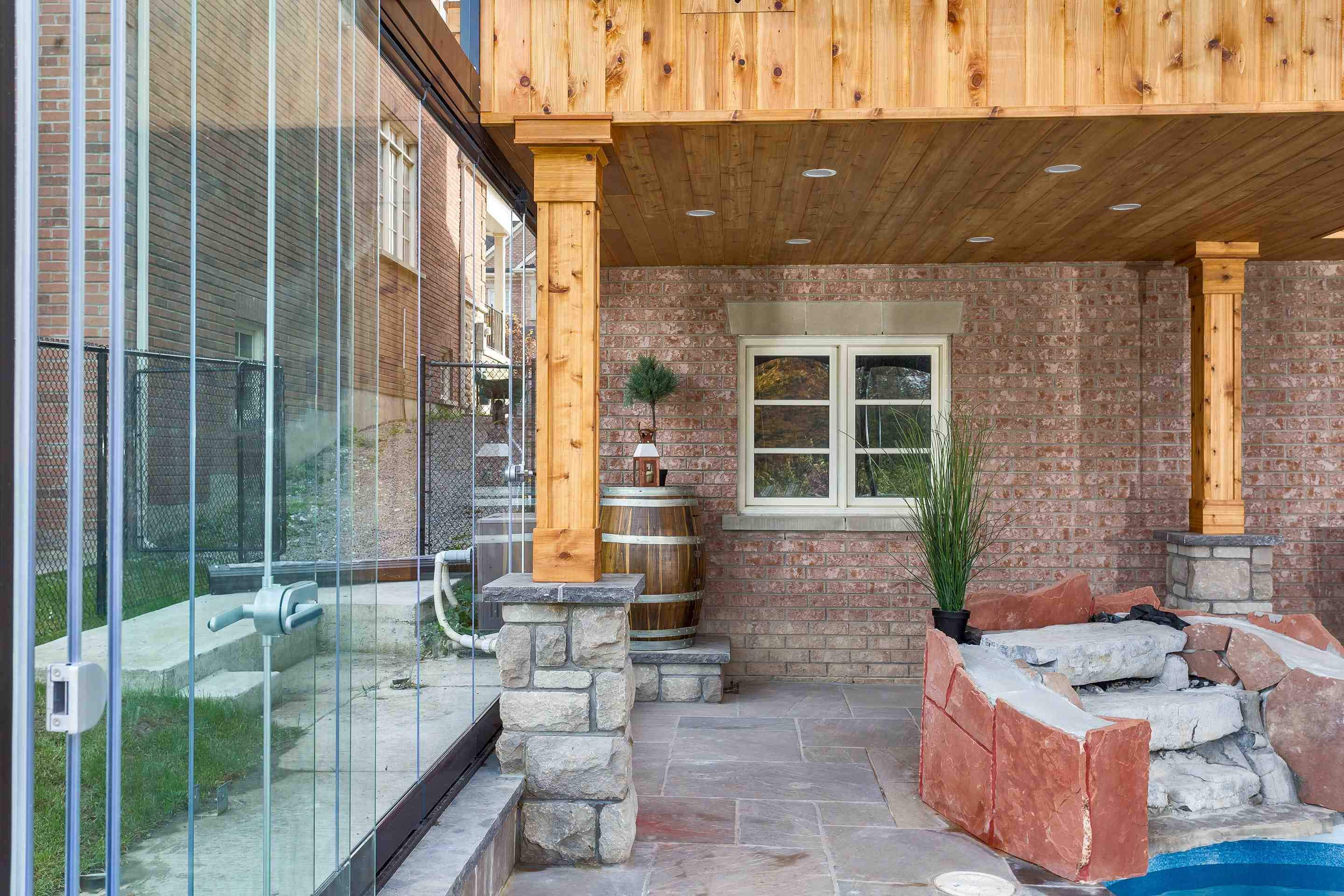 sunrooms, sunroom, sunrooms in canada, sunrooms in toronto, sunrooms in vancouver, sunrooms in hamilton, sunroom enclosure, glass walls, lumon canada,lumon