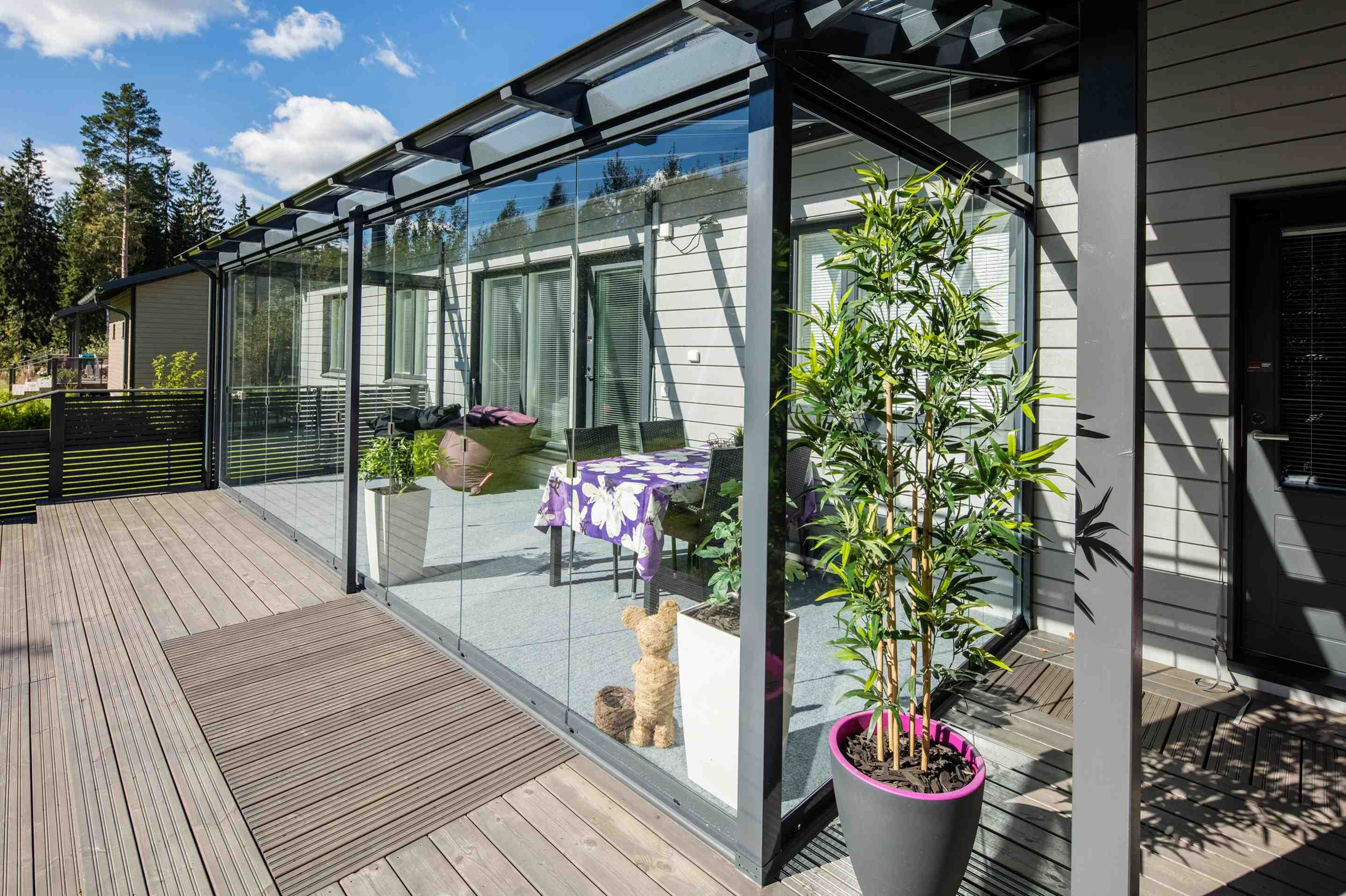 sunroom, sunroom in canada, sunroom in hamilton, sunroom in vancouver, sunroom in toronto, lumon canada, retractable glass walls, frameless glass walls