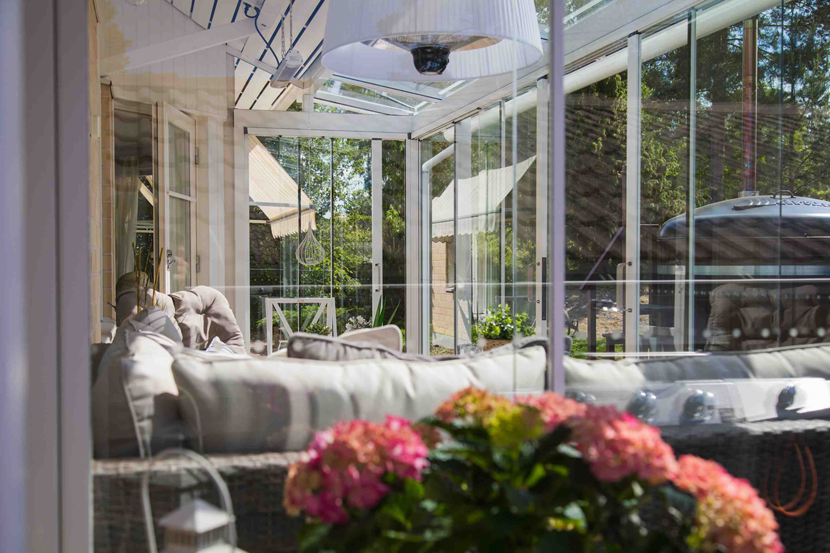 lumon canada, patio cover, sunroom, retractable glass walls, glass, glass walls, made in finland, sunrooms toronto, sunrooms vancouver, sunrooms hamilton, sunrooms vaughan, sunrooms stoney creek, backyard, home improvement, glass sunroom, glass sunroom richmond hill, glass sunroom gta, glass sunroom