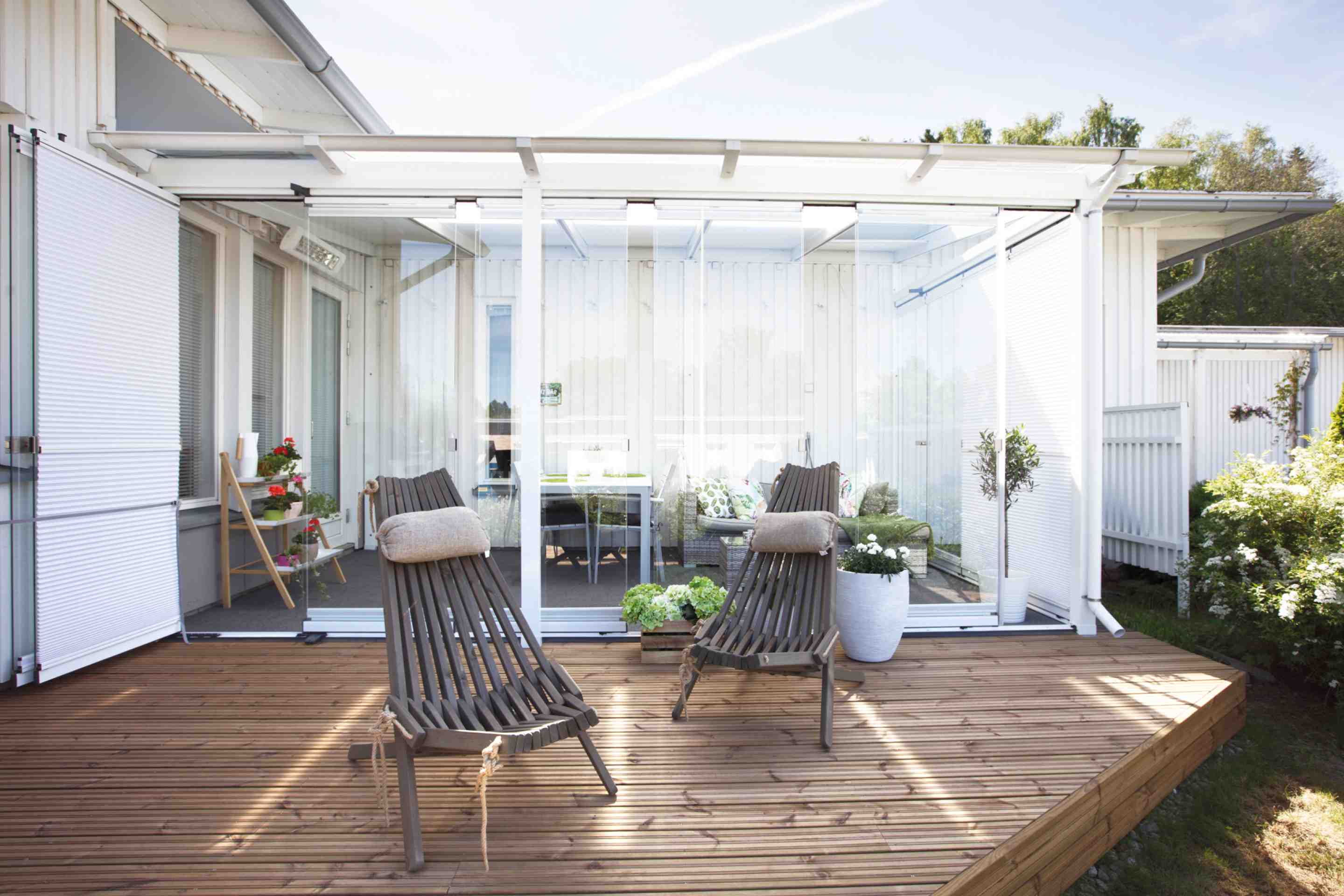sunrooms, sunrooms in canada, sunrooms in toronto, sunrooms in hamilton, sunrooms in vancouver, lumon canada, retractable glass sunrooms, patio covers, patio enclosures,