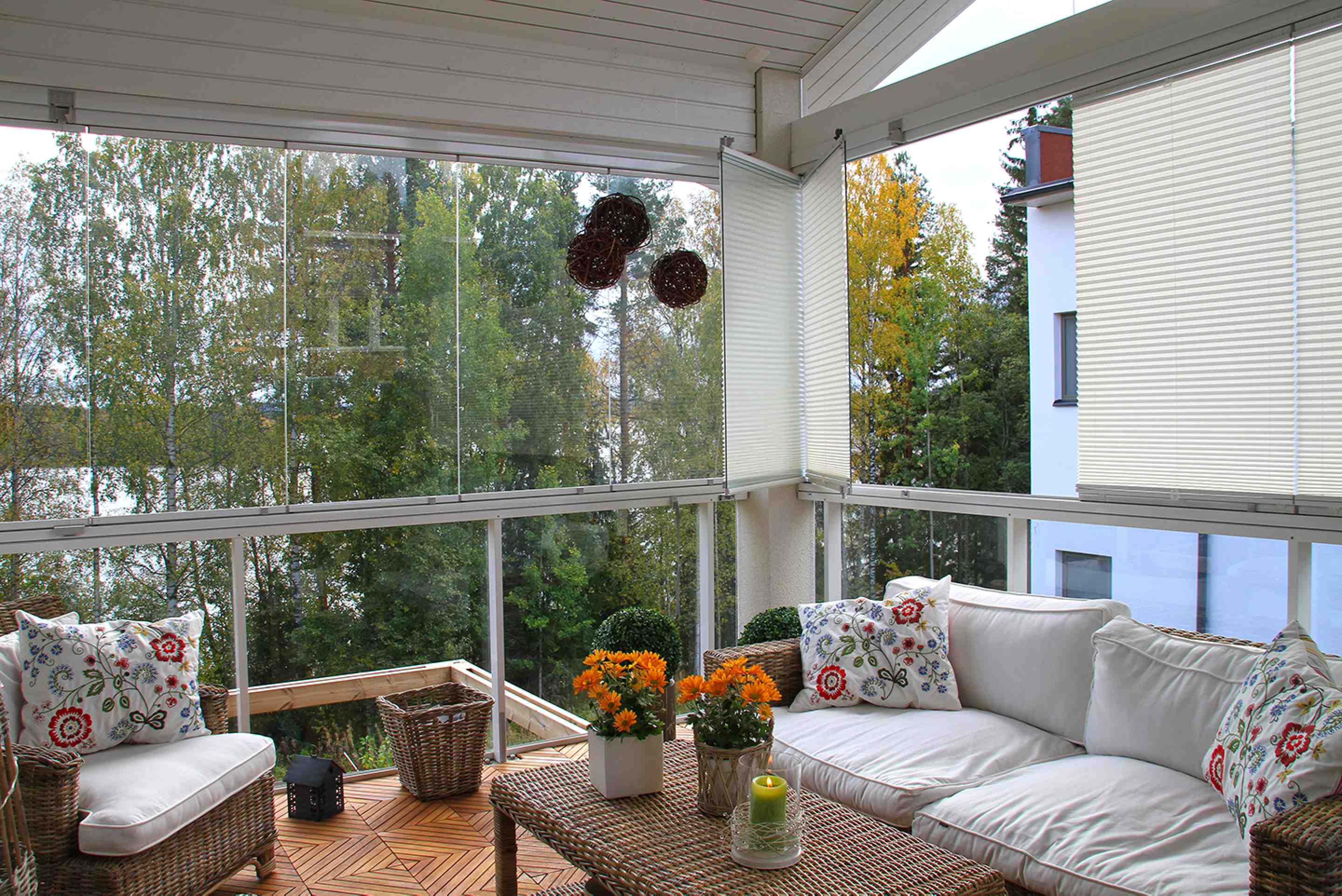balcony glass, balcony glass in toronto, balcony glass in vancouver, balcony glass in burnaby, balcony glass in burlington, retractable balcony glass, frameless retractable glass, lumon, lumon balcony glass, balcony glass canada, balcony glass in mississauga