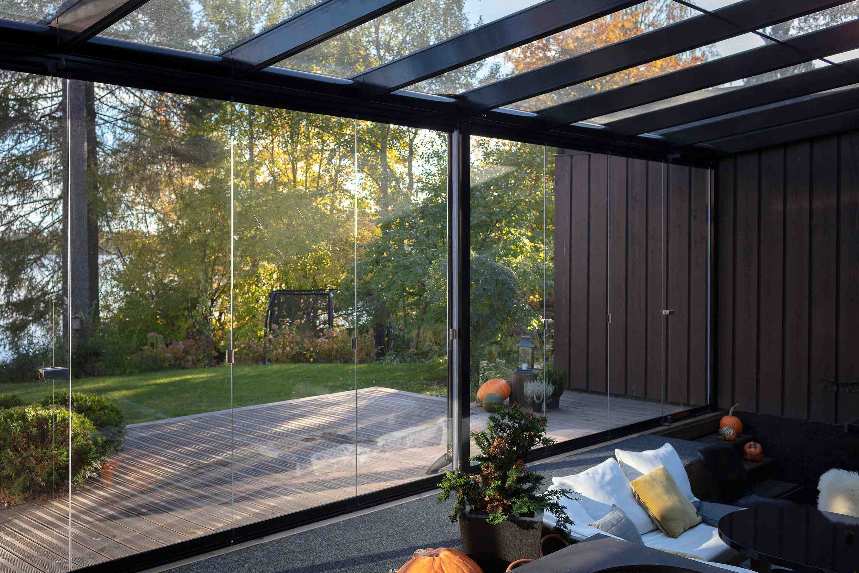 Lumon Canada, Patio Cover, Patio Enclosure, Retractable glass wall, sunroom toronto, sunroom hamilton, sunroom vancouver, sunroom ontario, sunroom bc