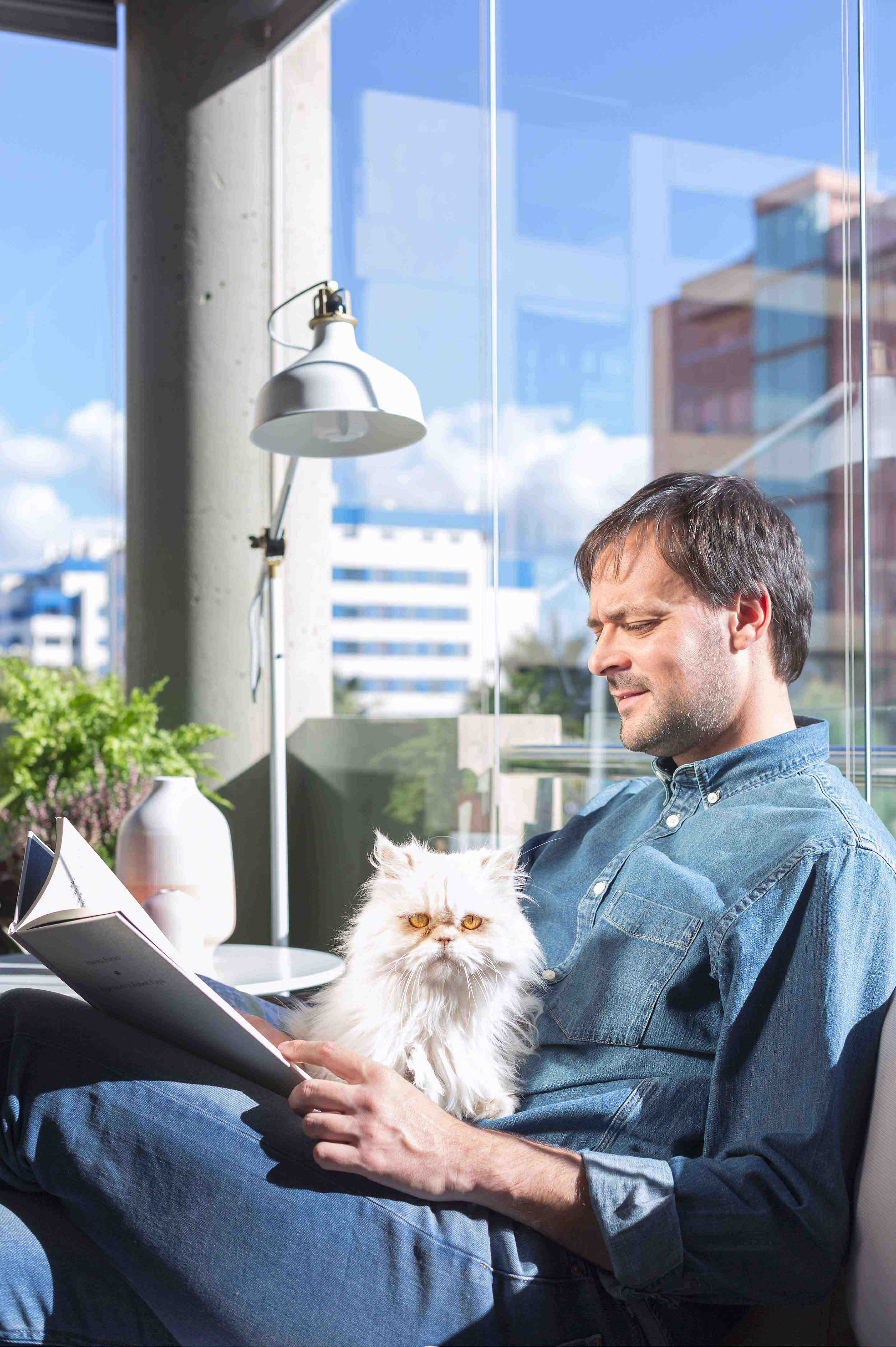 Enjoy the balcony with your pets