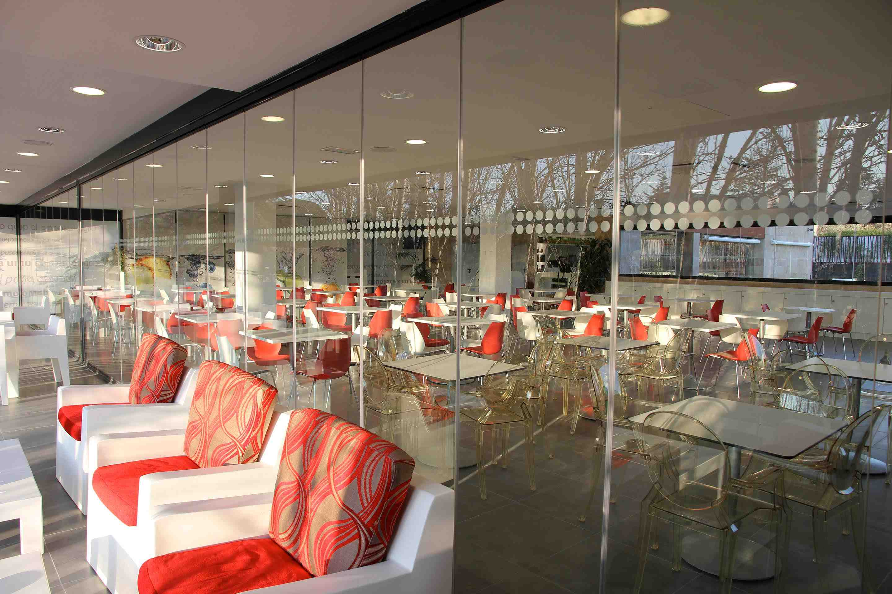 Restaurants with Lumon enclosure