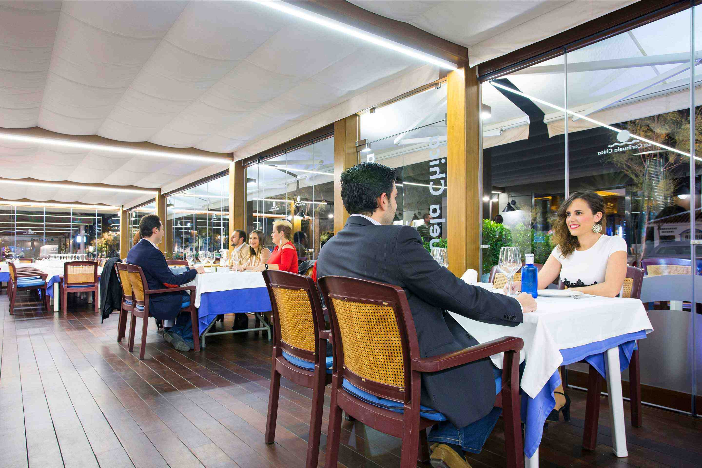Restaurants with glass curtains