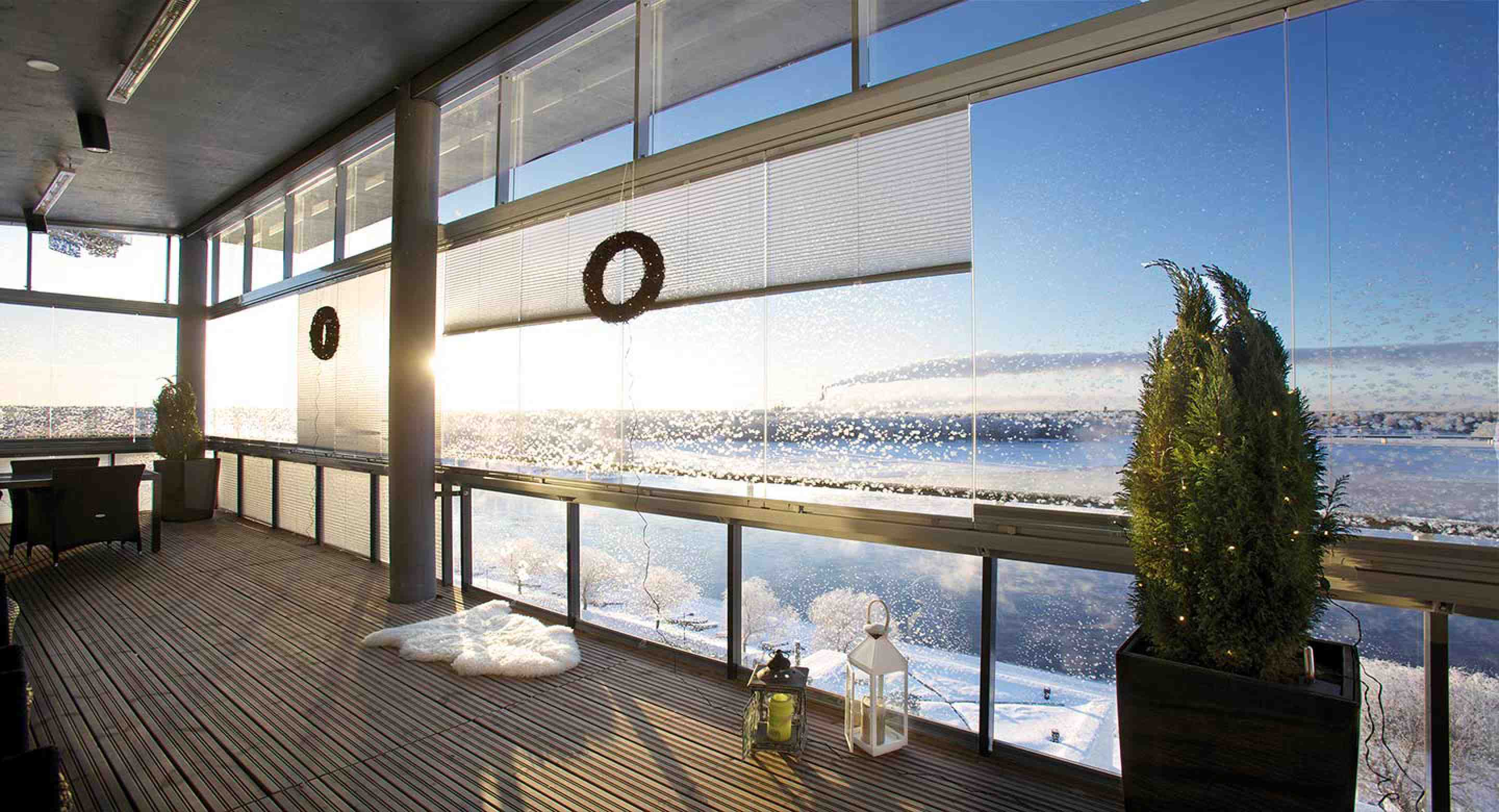 balcony glass, balcony glass in toronto, balcony glass in vancouver, balcony glass in burnaby, balcony glass in burlington, retractable balcony glass, frameless retractable glass, lumon, lumon balcony glass, balcony glass canada