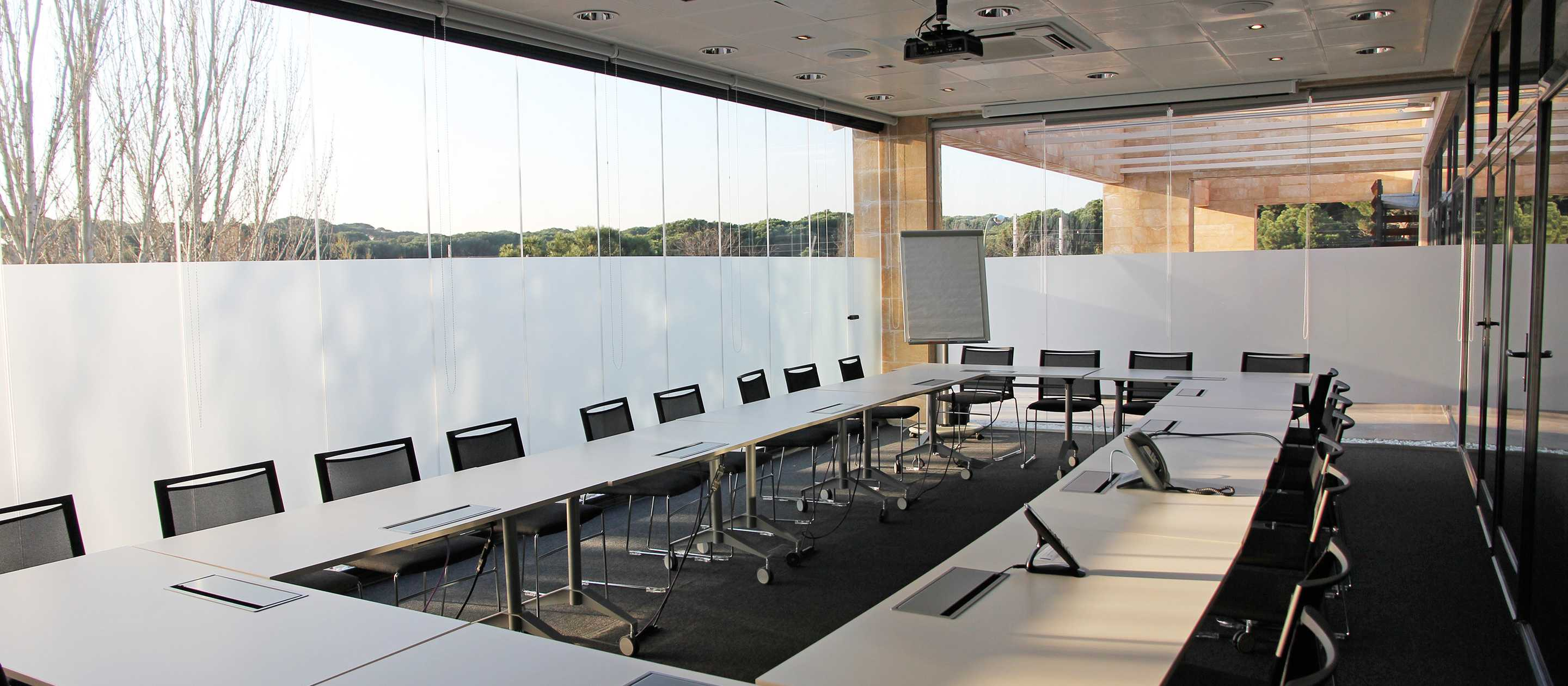 retractable glass, business glass, glass walls for business, retractable glass for businesses