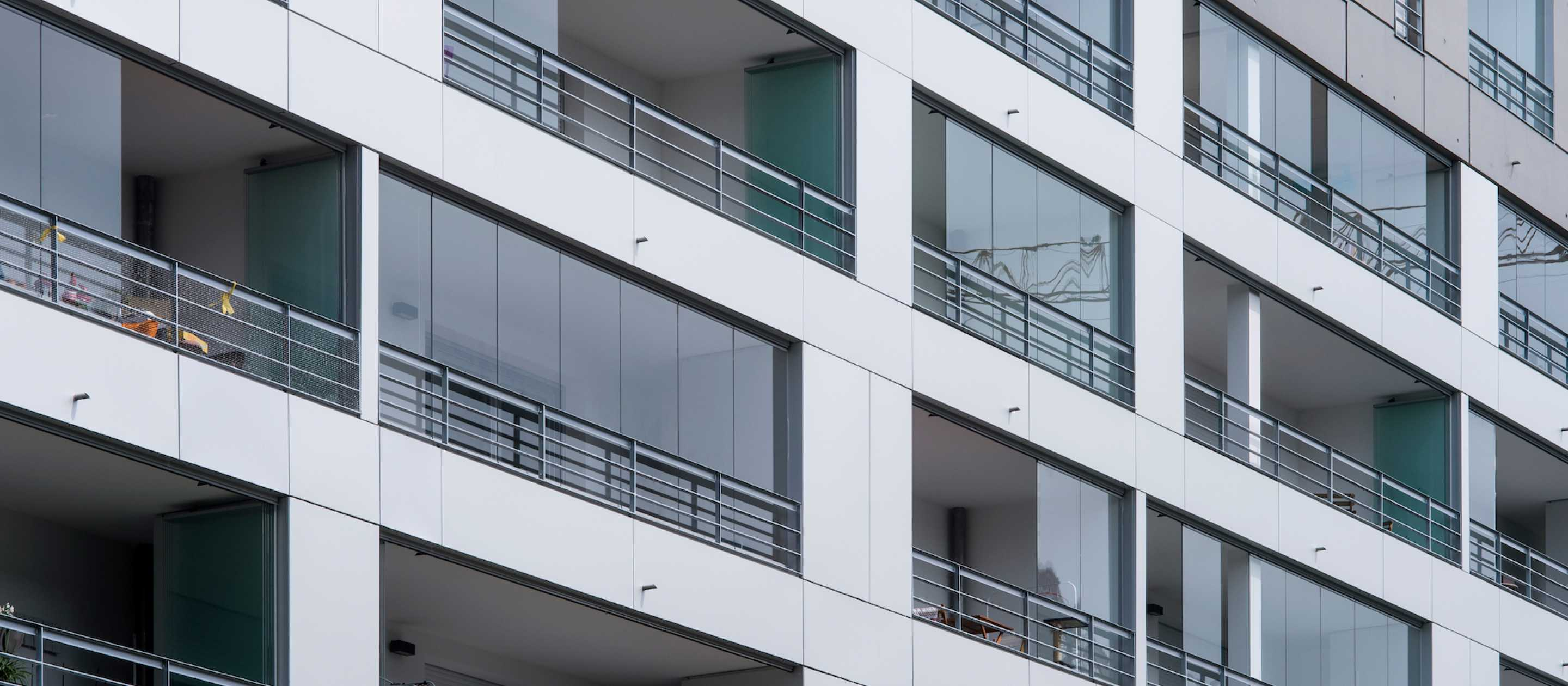 Lumon Canada, retractable glass walls for balconies, balcony glazing, toronto, hamilton, vancouver