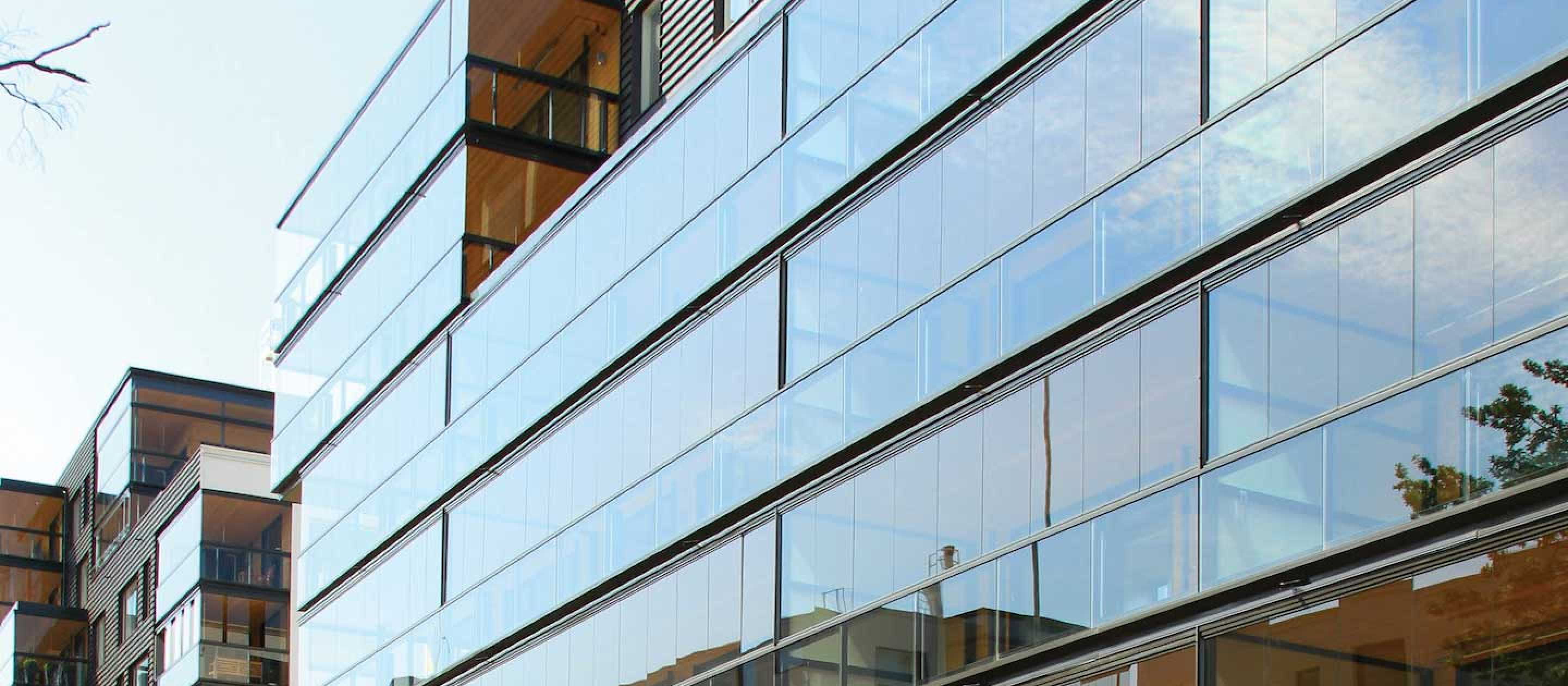 lumon canada, balcony glass, balcony facades, balcony glazing, retractable glass walls