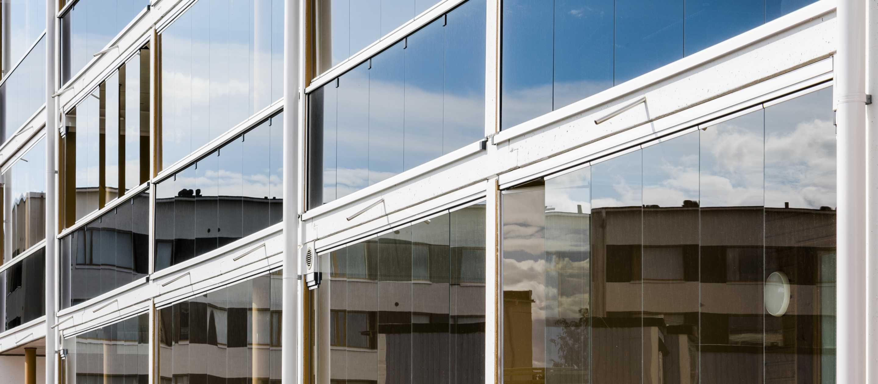 Lumon Canada, Balcony Glass, Balcony Glazing, Balcony Facade, Retractable Glass Walls, Balcony Glass Toronto, Balcony Glass Hamilton, Balcony Glass Vancouver